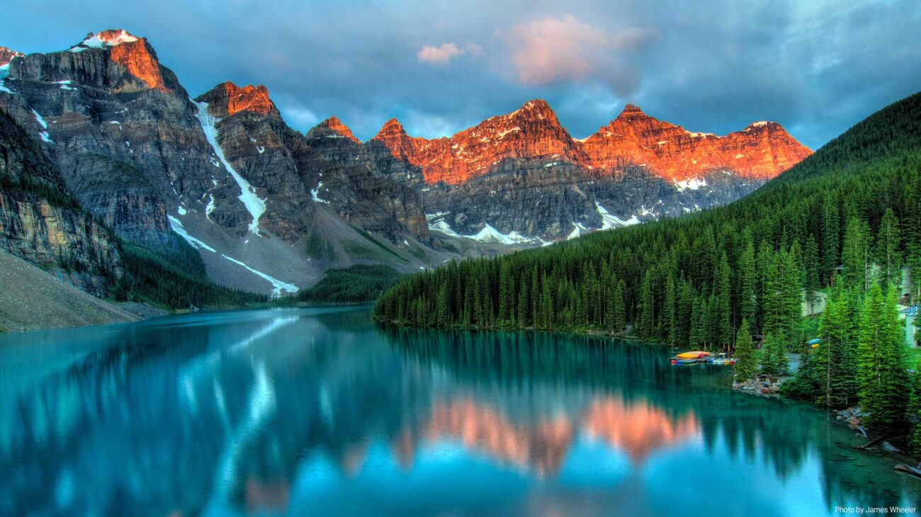 Mountains and lake scenery