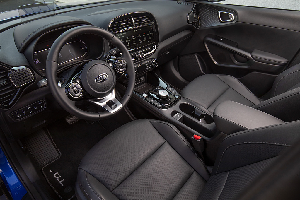 Angled view of front passenger area of the kia e Soul