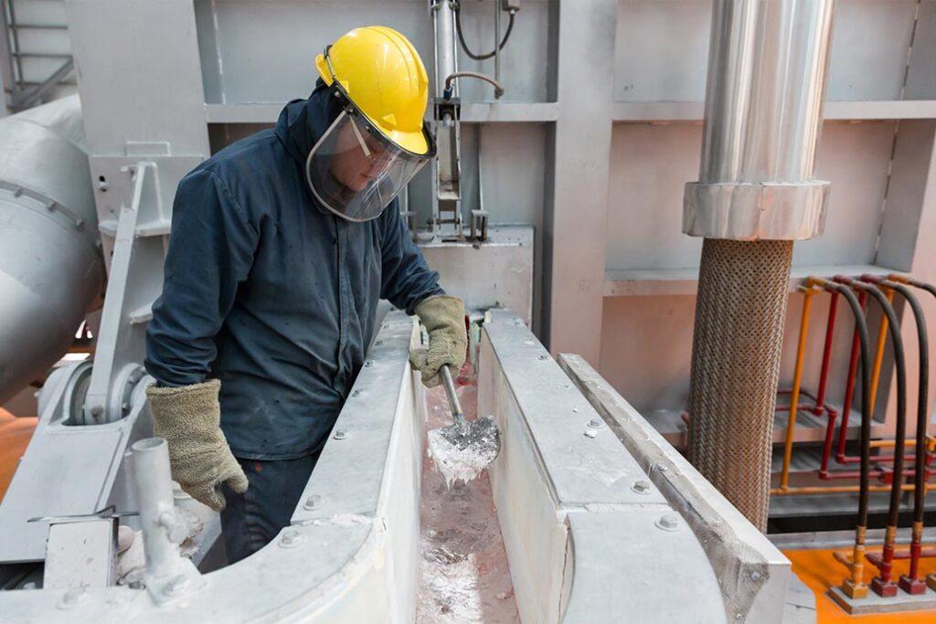 A smelter working in Hodaka
