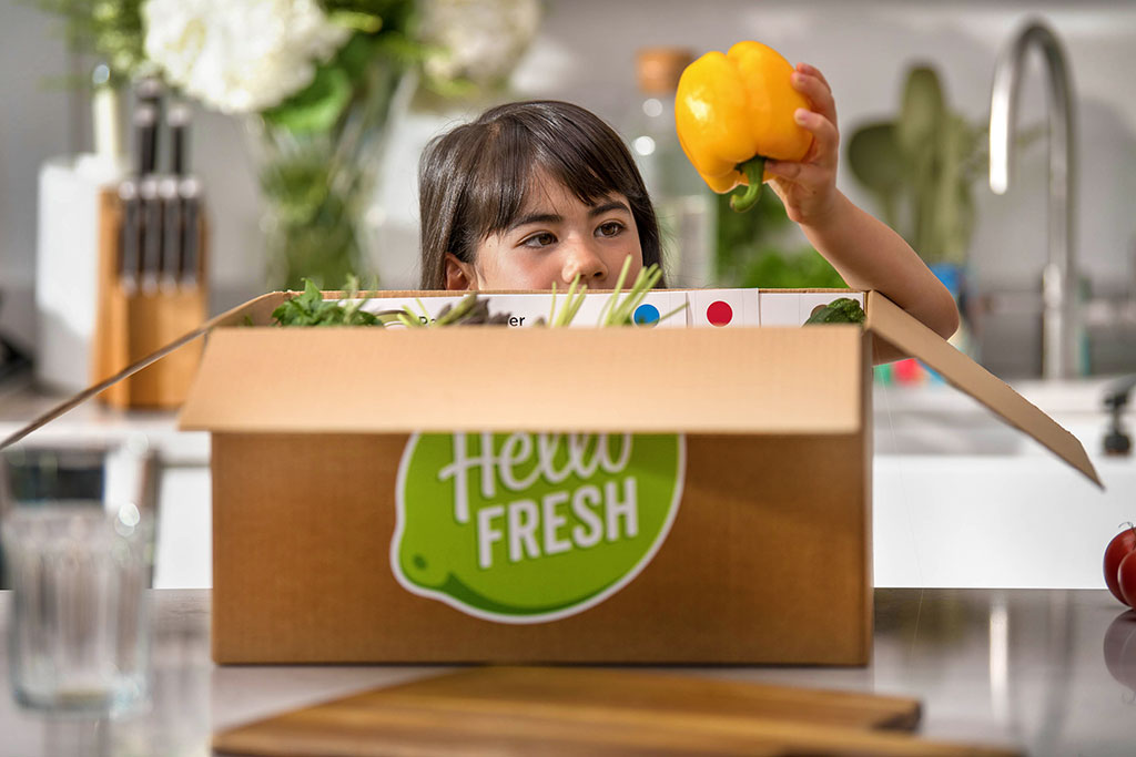 HelloFresh child unboxing a delivery