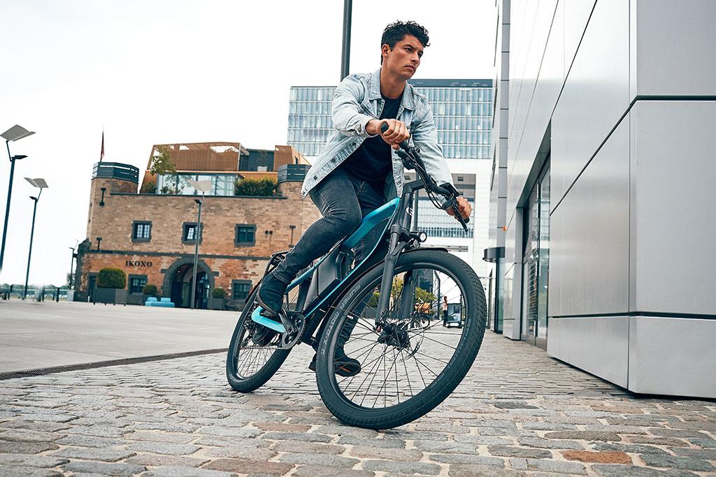 Man riding Klever X Power e bike through city