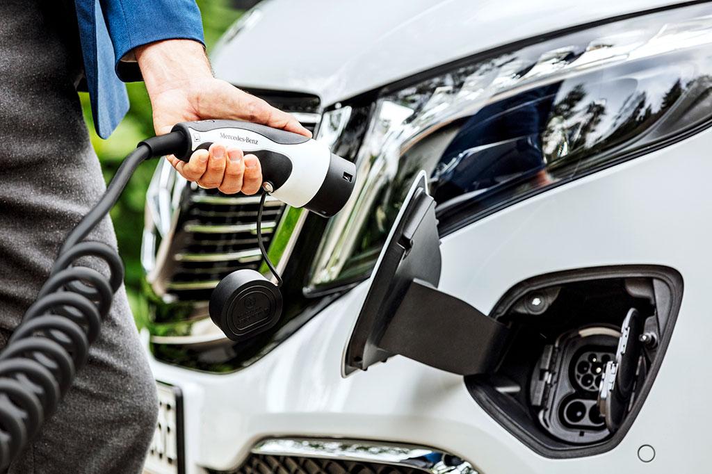 Mercedes Benz EQV charging