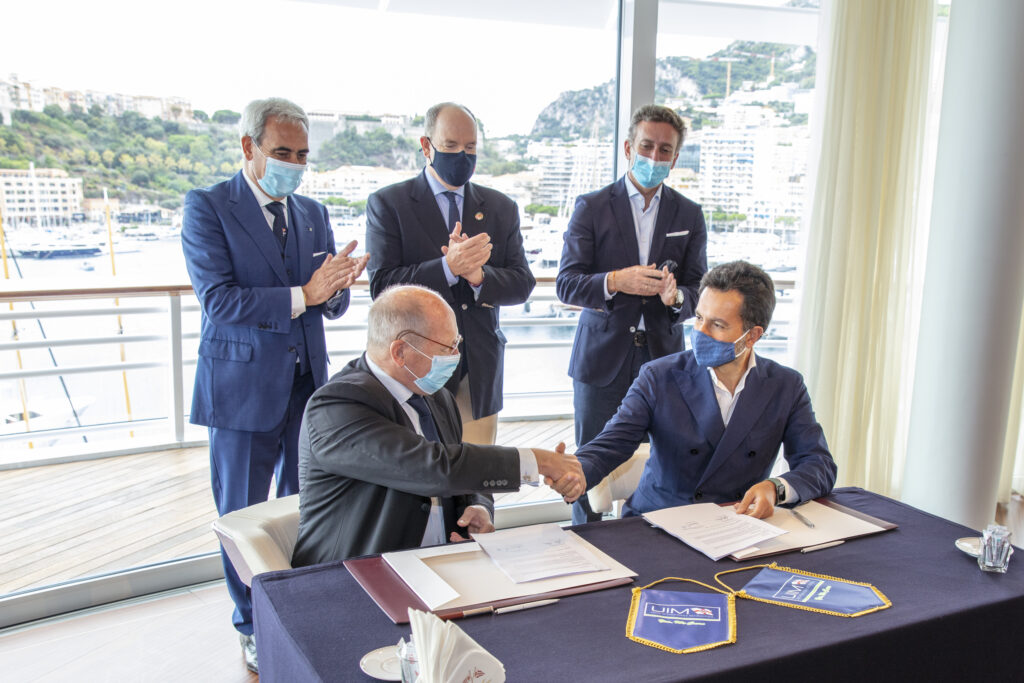 E1 Series organisers (Rodi Basso and Alejandro Agag) also joined by Prince Albert II of Monaco and UIM President Raffaele Chiulli signing an exclusivity agreement with the UIM