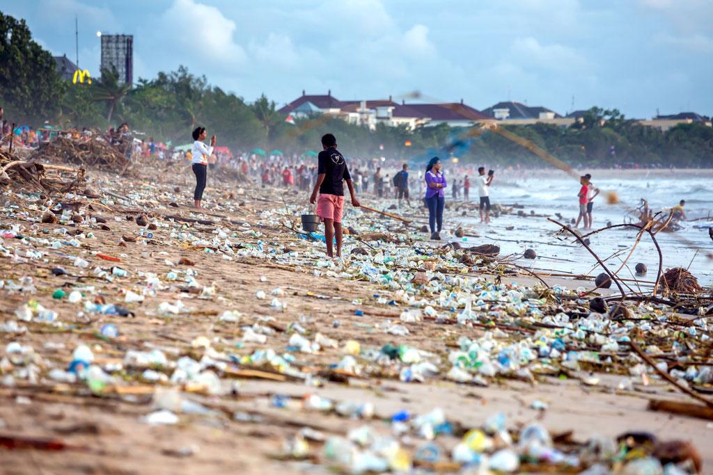 Beach pollution at Kuta beach, Bali - Photo by Maxim Blinkov