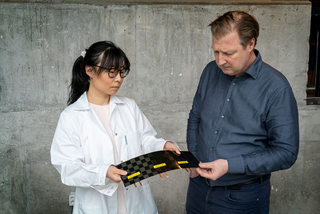 Dr Xu and Professsor Asp take a closer look at a newly manufactured structural battery cell